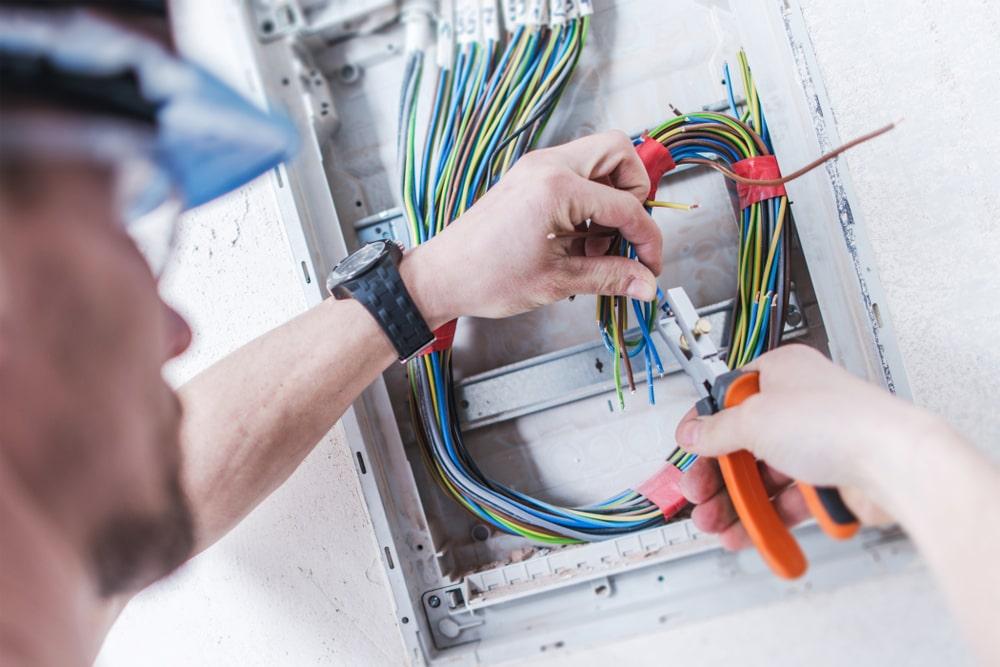 Elettricista per aziende e imprese